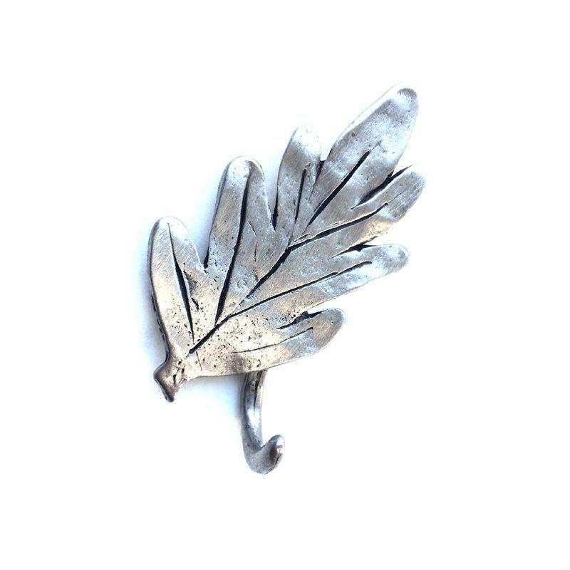 Magnetic oak leaf hooks